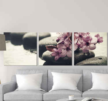 Pôvabné kvety vo vodnom plátne z našej kolekcie zenových tapiet. Vhodné na výzdobu obývacej izby, kancelárie a iných priestorov.