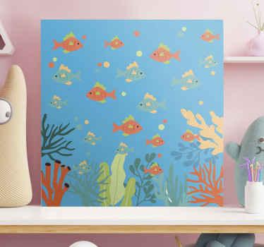 多彩的海洋生活帆布艺术印刷品,带有设计插图的鱼在水下游泳,并有珊瑚和其他海洋生物存在。