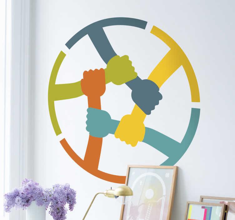TenStickers. Naklejka solidarność kolorowa. Naklejka dekoracyjna przedstawiająca kolorowe ręce trzymające się razem i symbolizując jedność. Codziennie nowe projekty!