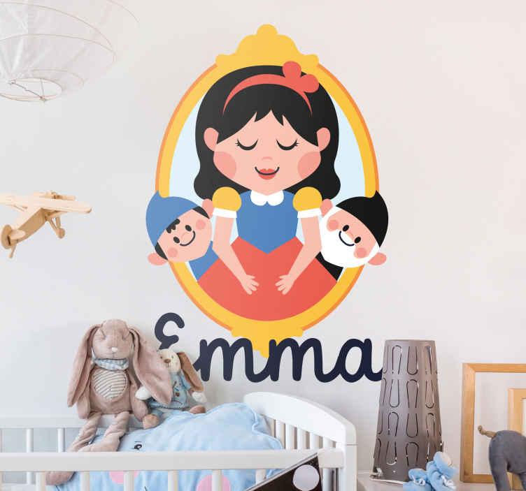 TenVinilo. Vinilo infantil marco Blancanieves. Vinilos de cuentos clásicos realizados por la dibujante Apatino Art para tenvinilo con un dibujo de Blancanieves y Maléfica.