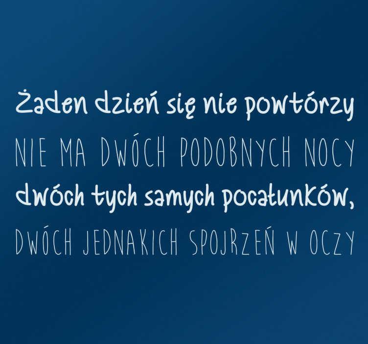 TenStickers. Naklejka cytat Wisława Szymborska nic dwa razy. Naklejka dekoracyjna z cytatem Wisławy Szymborskiej pochodzącym z wiersza ' Nic dwa razy się nie zdarza'.