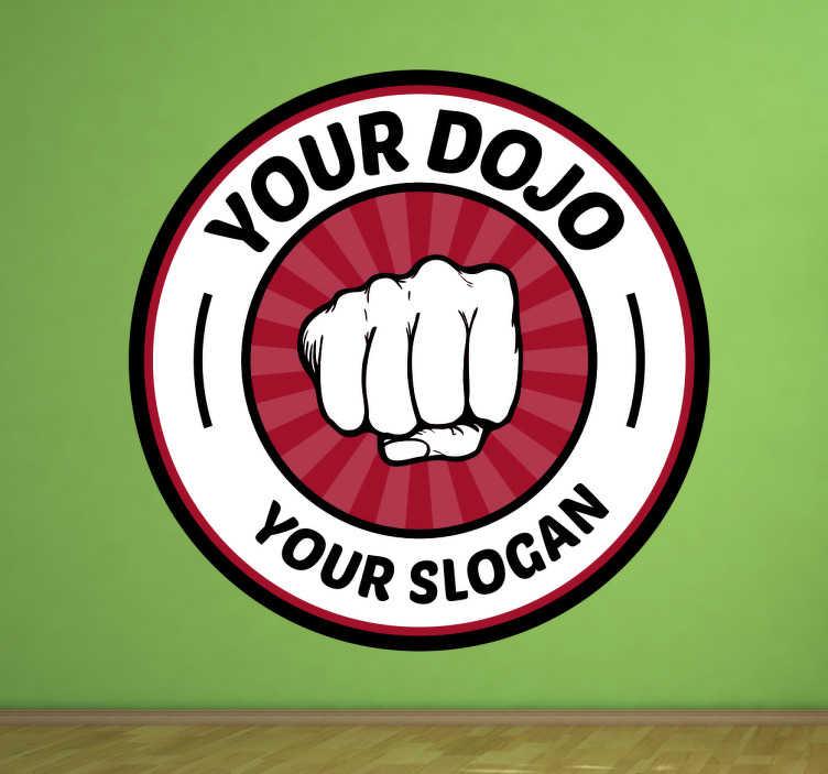TenStickers. Sticker Personaliseer jouw Dojo. Sticker die jouw de mogelijkheid geeft om jouw dojo te personaliseren, vul de naam en de slogan zelf in.
