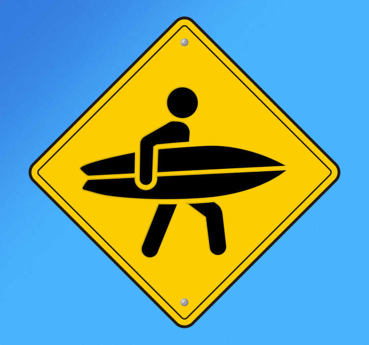 TENSTICKERS. サーファーサインウォールステッカー. サーフウォールステッカーのコレクションからサーフボードを持ってサーファーのアイコンを示す黄色と黒のサインの壁のステッカー。あなたの愛はサーフィンしていますか?この標識デカールはあなたにぴったりです!平らな面にそれを適用し、スポーツのためのあなたの愛を披露してください!