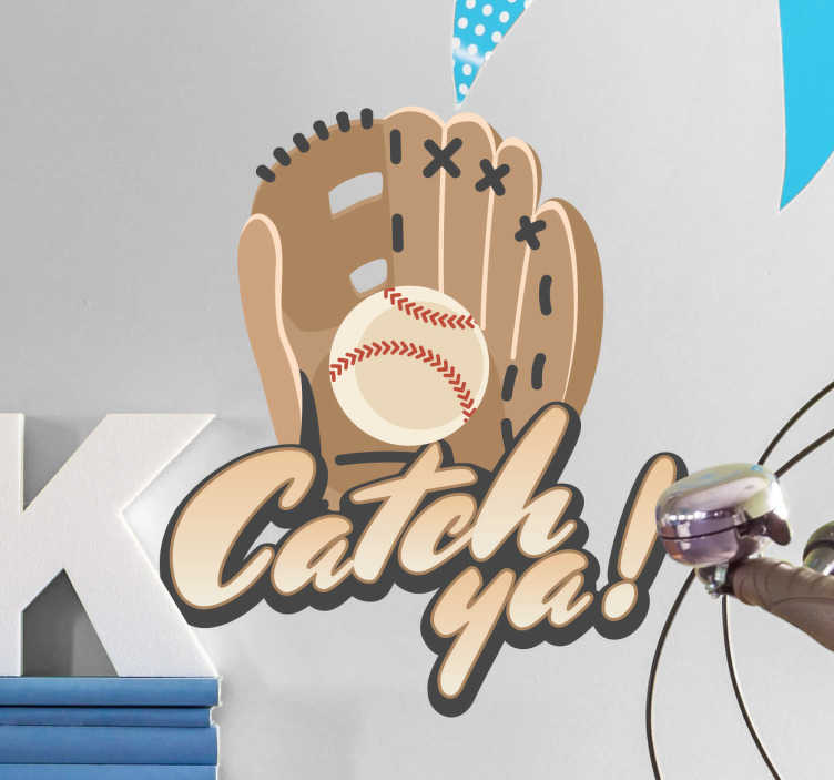 TenStickers. Wandsticker Baseball Catch ya. Wandsticker Baseball Catch ya– Sie finden Baseball großartig & spielen sogar selbst? Dann ist dieses coole Wandtattoo eine tolle Deko für Ihr zu Hause
