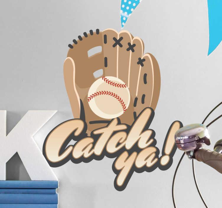 TenStickers. Muursticker honkbal handschoen Catch ya. Muursticker voor honkballers met een handschoen die net een bal heeft gevangen met daaronder de woorden ¨Catch ya!¨.