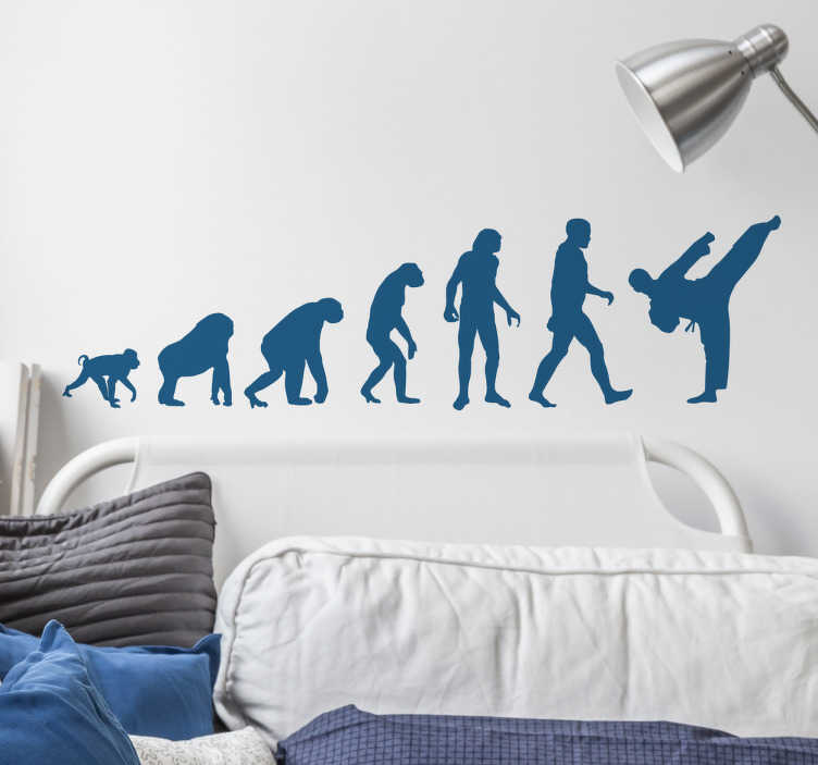 TenStickers. Sticker evoluzione umana karate. Adesivo murale a tema sportivo con la tipica illustrazione dell'evoluzione umana secondo un karateka amante delle arti marziali.