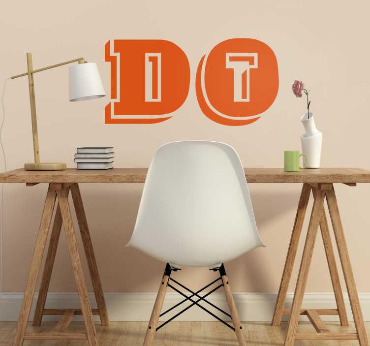 TenStickers. Naklejka do pokoju nastolatka retro Do It. Oryginalna naklejka z tekstem w języku angielskim prostym i motywującym 'Do it'. Stwórz swój wymarzony projekt! Sprawdź nasze naklejki młodzieżowe.