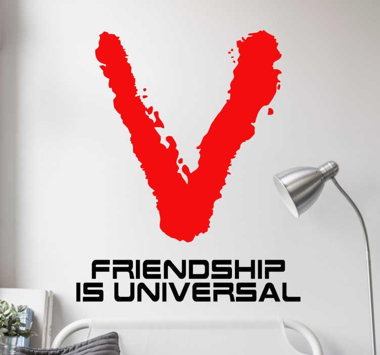 TenStickers. Muursticker TV serie V friendship. Muursticker bedrukt met het logo van de jaren 80 TV serie; V, met hier onder de zin ¨Friendship is universal¨.