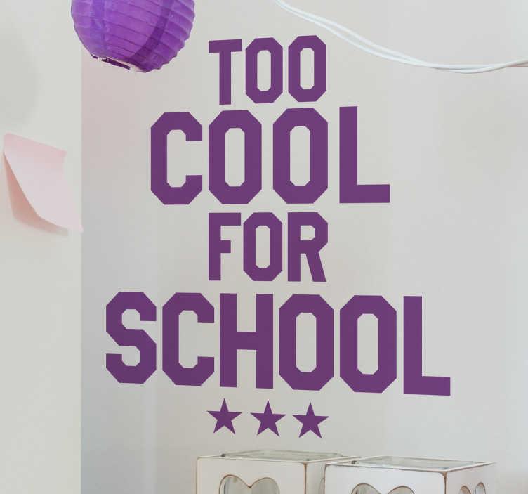 TenStickers. Sticker too cool for school. L'autocollant mural texte avec l'imprimé du message 'trop cool pour l'école' avec trois étoiles ci-dessous, un autocollant drôle de texte.