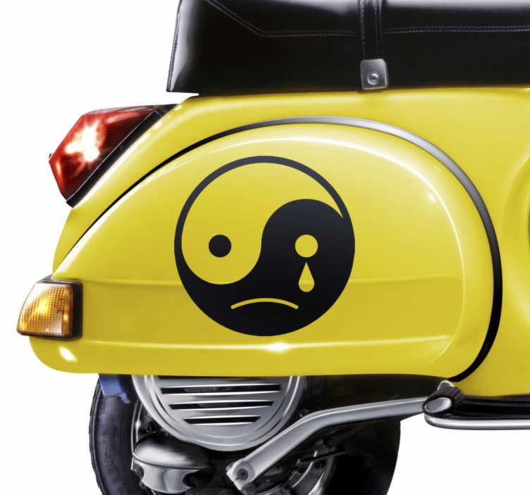 TenVinilo. Vinilo decorativo yin yang triste. Pegatinas originales con una representación oriental universal en la que se dibuja una cara tipo emoticono con expresión apesadumbrada.