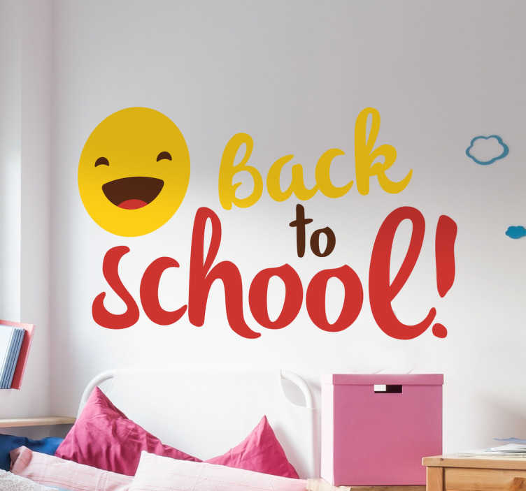 TenStickers. Aufkleber Back to School Smiley. Dieser bunte Aufkleber zeigt einen schönen lachenden Smiley neben dem in bunter Schrift steht: Back to School