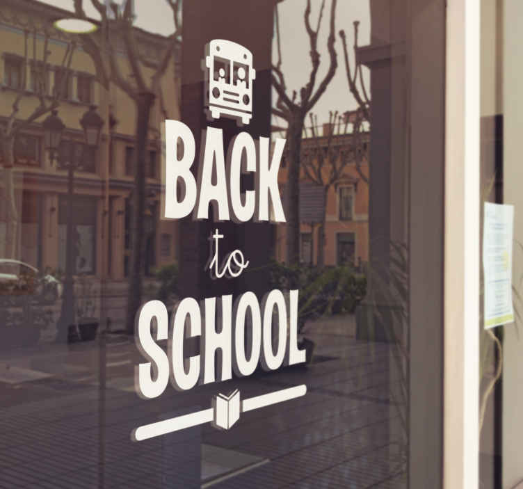 TenStickers. Sticker back to school bus. Sticker d'un autobus au-dessus du texte 'back to school'. La police du texte est imprimée dans un format gras et épais.