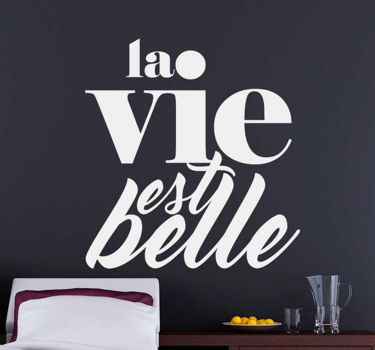 TenStickers. Sticker citation «  la vie est belle ». Sticker citation «  la vie est belle ». En cas de coup de mou , cet autocollant vous rappellera que la vie est un beau cadeau et vous fera positiver.