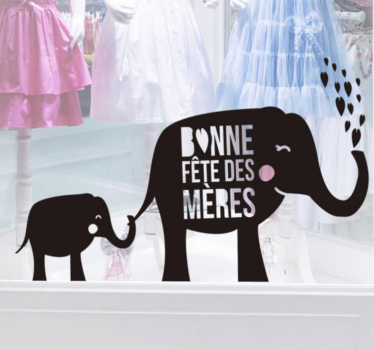 TenStickers. Sticker famille éléphant fête des mères. Sticker représentant une maman éléphant avec le texte bonne fête des mères lançant des cœurs avec sa trompe et un éléphanteau se tenant à sa mère.