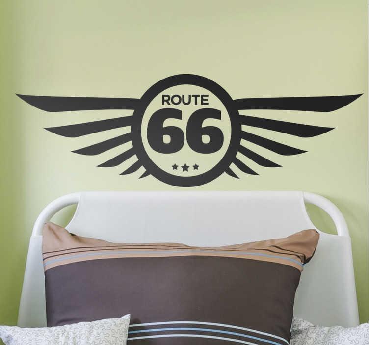TenStickers. Muursticker logo Route 66 vleugels. Muursticker logo Route 66 vleugels, een originele interpretatie van deze beroemde snelweg die voor vele voor vrijheid en avontuur staat.