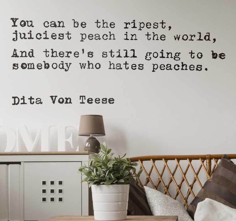 TenStickers. Wandtattoo Zitat Dita Von Teese. Dieses Wandtattoo zeigt ein Zitat der New Burlesque Bekanntheit Dita Von Teese soll einem sagen, dass egal wie gut man ist, es immer Feinde gibt.