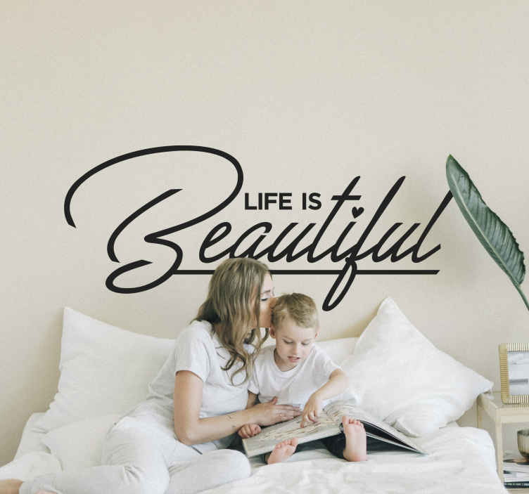 TenStickers. Tekst Sticker Life is Beautiful. Tekst Sticker bedrukt met de mooie tekst ¨Life is Beautiful¨, met een hartje op de I.