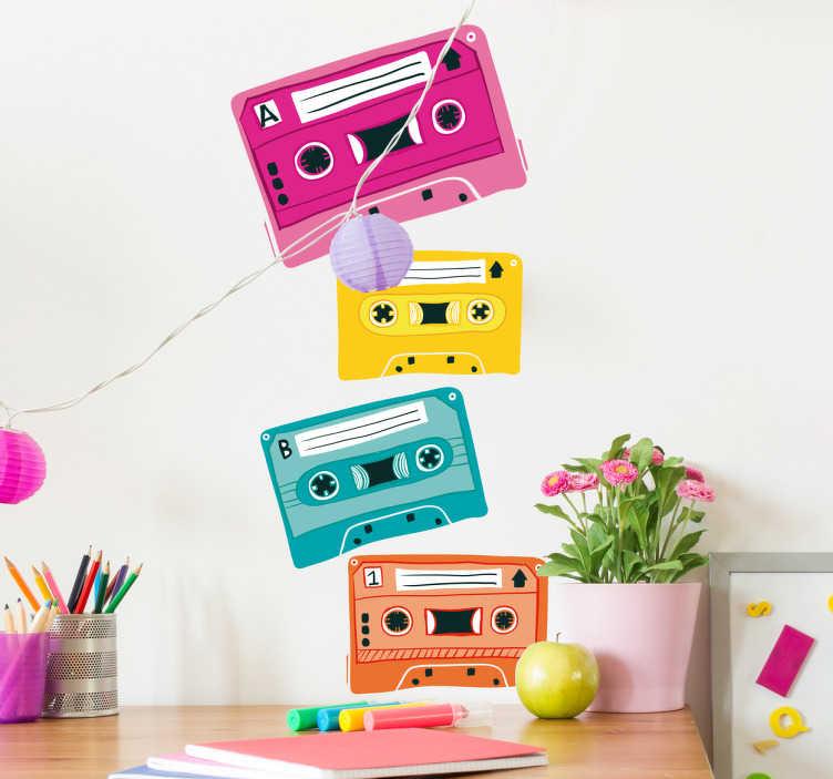 TenVinilo. Vinilo decorativo años 80 cassettes. Vinilo años 80 con la ilustración colorida de cuatro cintas de cassete, cayendo y apilándose.
