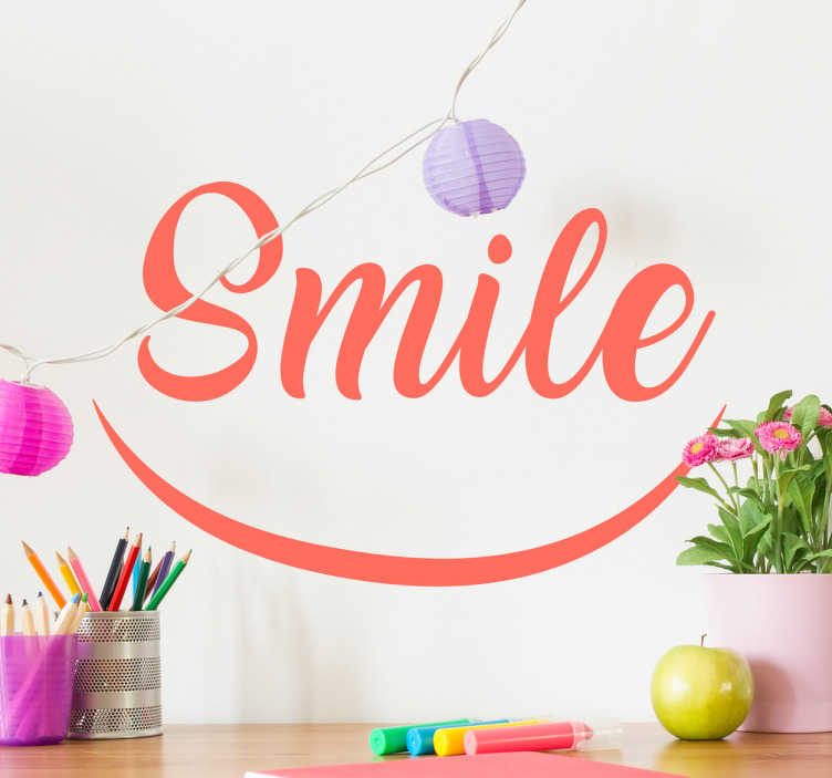 """TenStickers. Lachende muurdecoratie sticker. Deze wandsticker met de tekst """"Smile"""" zal geheid de ruimte opfleuren. Verkrijgbaar in verschillende kleuren en maten. Dagelijkse kortingen."""