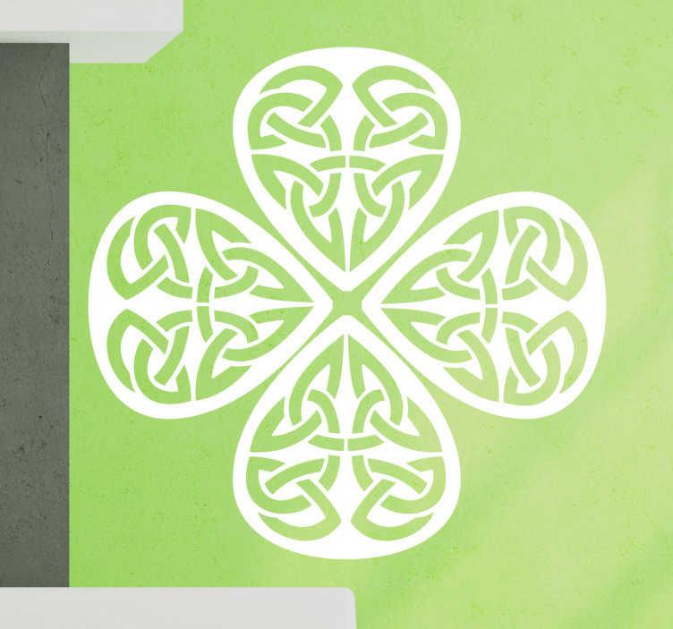 TenStickers. Muursticker keltische klaver. Een muursticker van een klavertje vier, met Keltische symbolen. Verkrijgbaar in verschillende kleuren en maten. Eenvoudig aan te brengen.