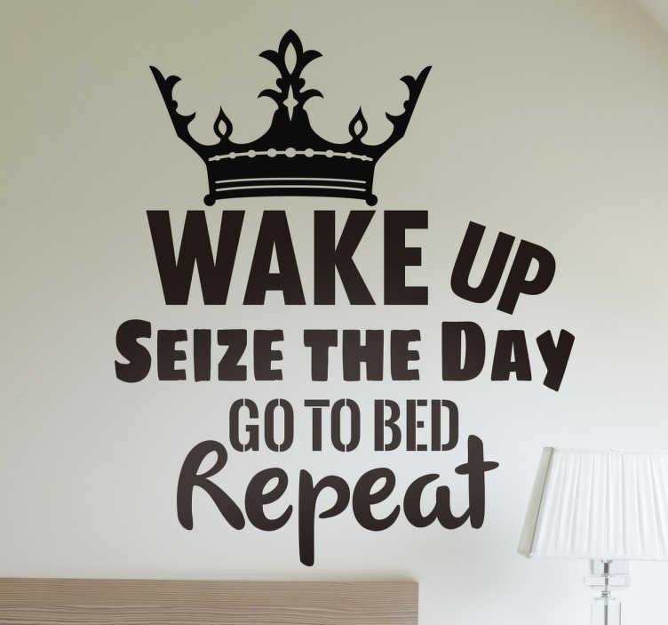 """TenStickers. Wandtattoo Wake up Seize the Day. motivierendes Wandtattoo um jeden Tag mit positiver Energie anzugehen. Die Aufschrift """"Wake up seize the day, got to bed repeat"""" soll dabei helfen"""
