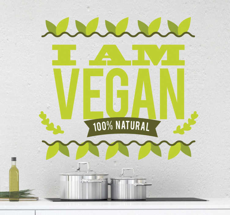 """TenStickers. Jsem veganská samolepka. Veganský a pyšný? Ozdobte vaši kuchyň s nálepkou """"jsem vegan"""" a vychutnejte si kvalitu samolepky, jako byste si vychutnali kvalitu dobrého jídla."""