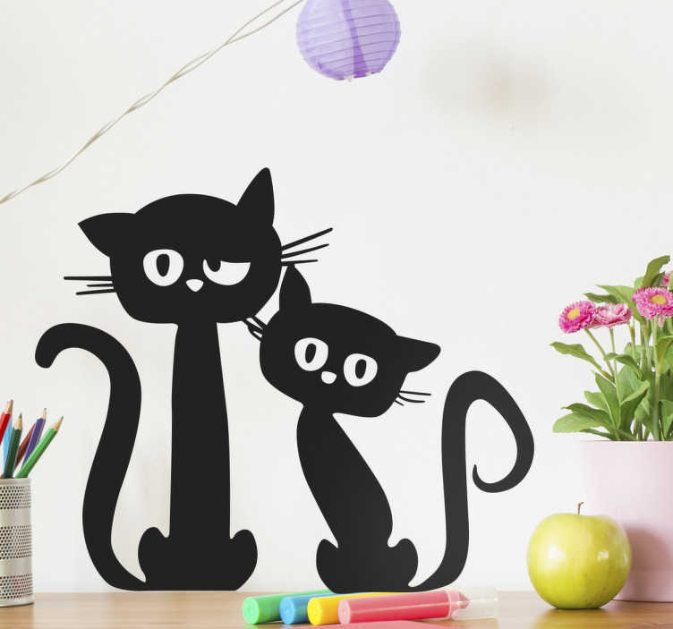 TenStickers. 검은 고양이 벽 스티커 쌍. 검은 고양이 벽면 데칼은 우리 고양이 애호가들에게 완벽합니다. 실루엣 스타일 데칼은 당신을 놀랍게 바라 보는 두 마리의 귀여운 검은 고양이를 보여줍니다.