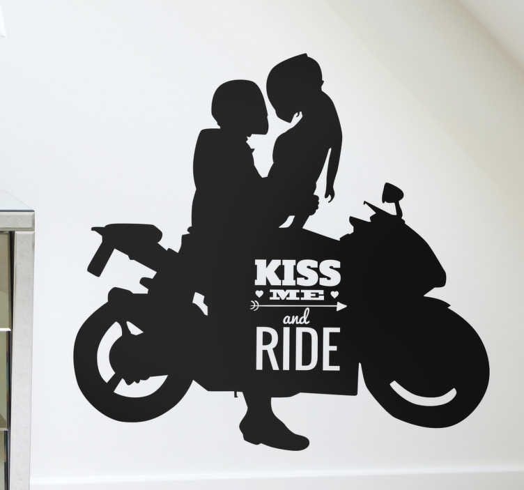 "TenStickers. Adesivo moto kiss me and ride. Adesivo murale con la sagoma di un ragazzo in sella ad una motocicletta con una ragazza e il testo in inglese ""Kiss me and ride""."