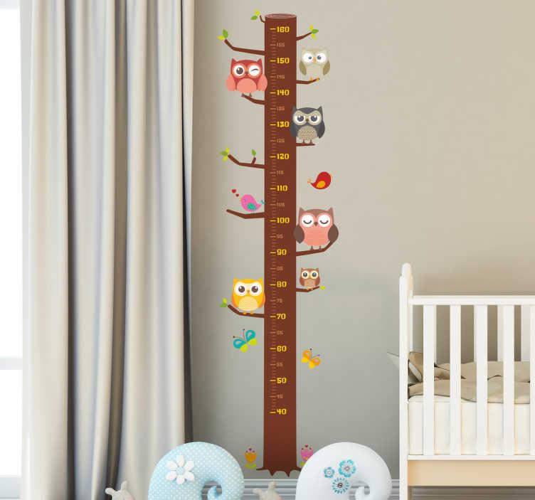 TenStickers. Muursticker groeimeter. Deze muursticker is de leukste manier om de groei van uw kind bij te houden, de sticker heeft de vorm van een boom met allerlei verschillende uiltjes