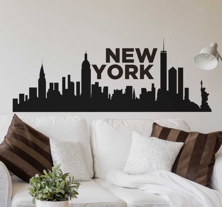 TenStickers. Muursticker skyline New York. Deze muursticker omvat de skyline van New York, met daarbij de naam van de stad. Kleur en afmetingen aanpasbaar. Eenvoudig aan te brengen.