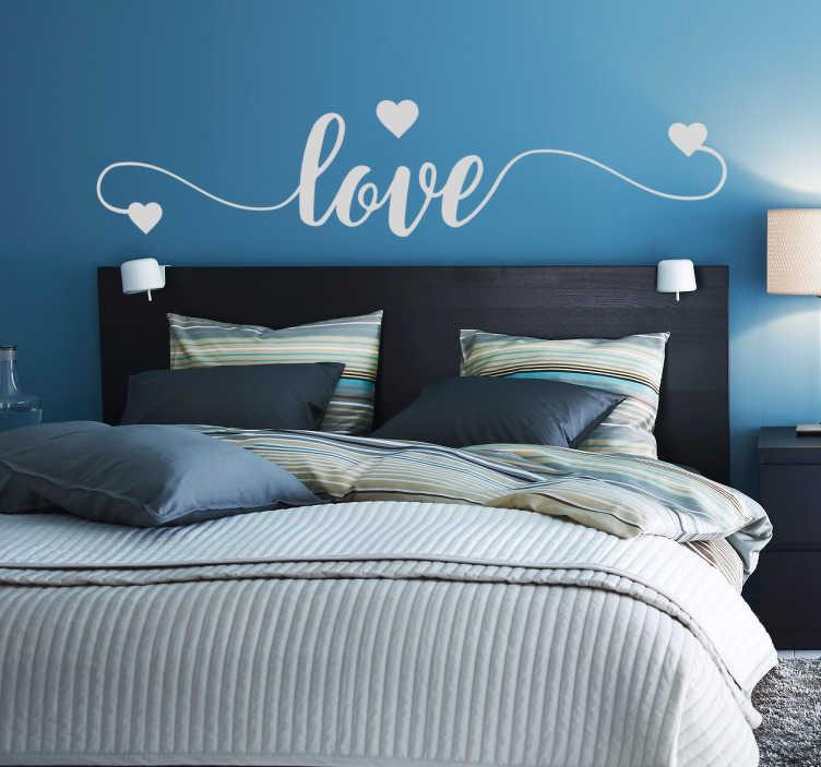 """TenStickers. Sticker love trois cœurs. Sticker mural pour votre tête-de-lit représentant le texte """"love"""" calligraphié dans une police originale accompagnée de trois cœurs."""