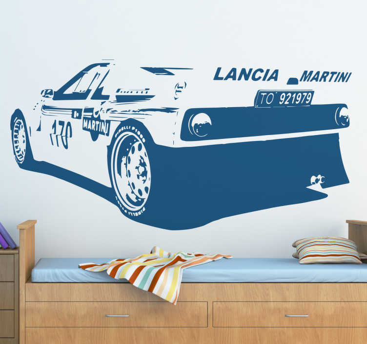 TenStickers. Autocolante decorativo carro desportivo Lancia. Vinil decorativo do fantástico desportivo Lancia Martini. Excelente autocolante de qualidade para colocar na parede do seu quarto ou na sua garagem!