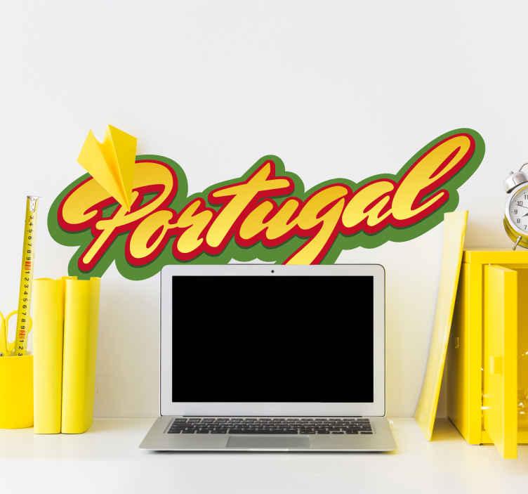 """TenVinilo. Vinilo de texto bandera de Portugal. Vinilo texto con la palabra """"Portugal"""" en una caligráfica tipografía y los colores del emblema del país luso."""