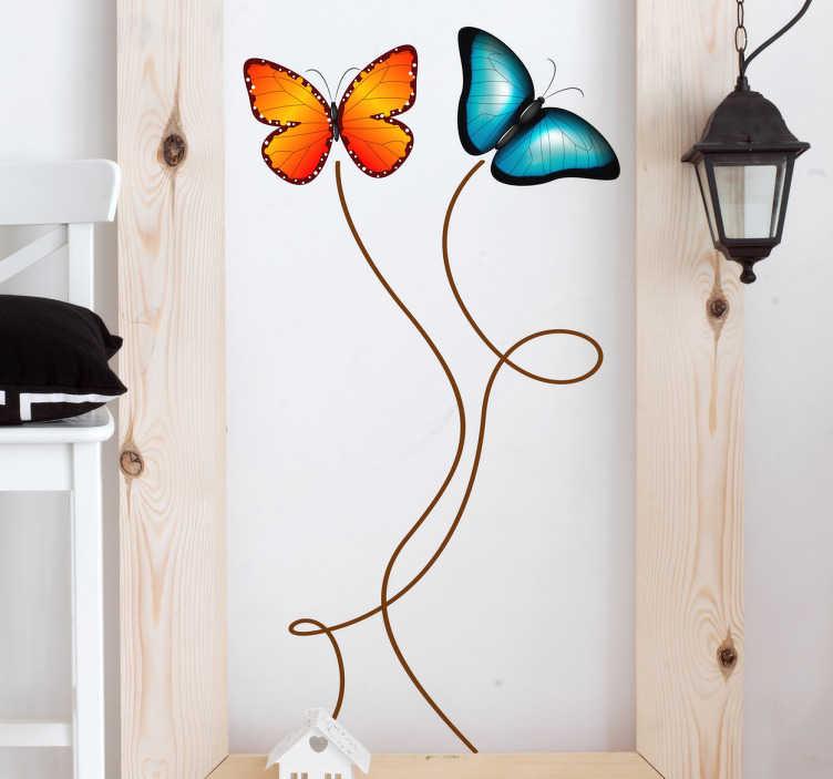 TenStickers. Schmetterlings Aufkleber. Dieser schön bunte Aufkleber zeigt zwei bunte Schmetterlinge deren Weg von zwei geschwungenen Linien nachgezeichnet wird.