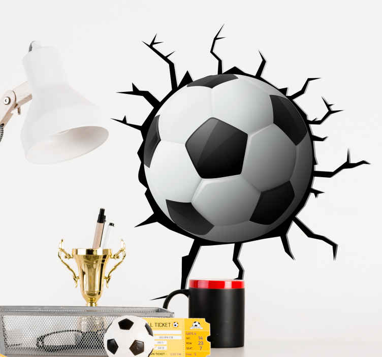 TenStickers. Sticker ballon football 3D. Sticker mural 3D d'un ballon de football. On dirait que le ballon fait un trou dans le mur et des fissures.