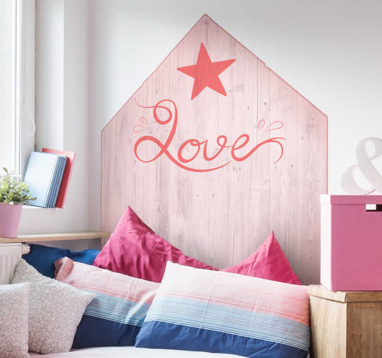 TenStickers. Naklejka na ścianę - Zagłówek Love. Naklejka na ścianę imitująca drewno z napisem Love. Zaprojektowana, aby zastępować zagłówek łóżka. Wysyłka już w ciągu 24/48h!