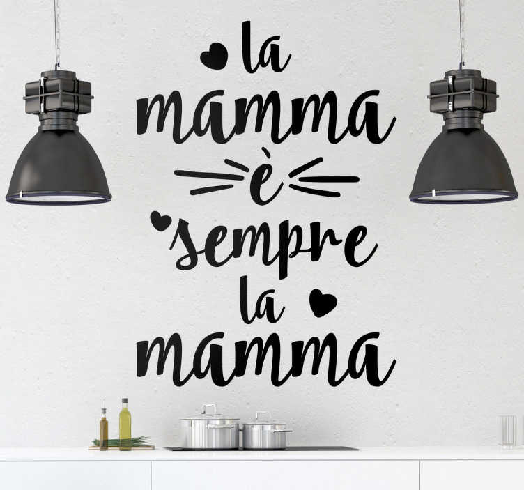 """TenStickers. Adesivo la mamma è sempre la mamma. Adesivo murale con il testo """"la mamma è sempre la mamma"""" circondato da diversi cuoricini. Disponibile in più di 50 colori."""