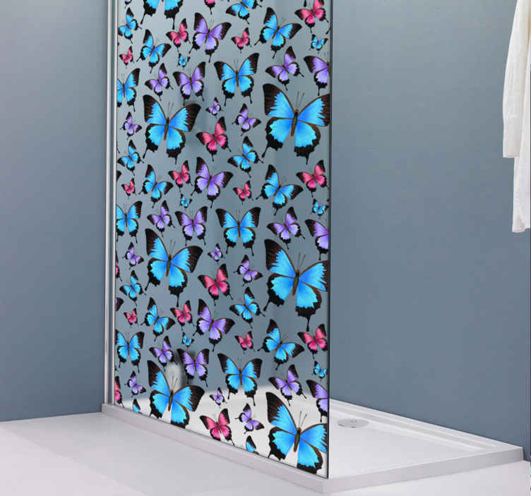 TenStickers. Aufkleber Dusche Schmetterlinge. Schöner Aufkleber für die Dusche mit vielen Schmetterlingen. Schöne Dekorationsidee für das Badezimmer.