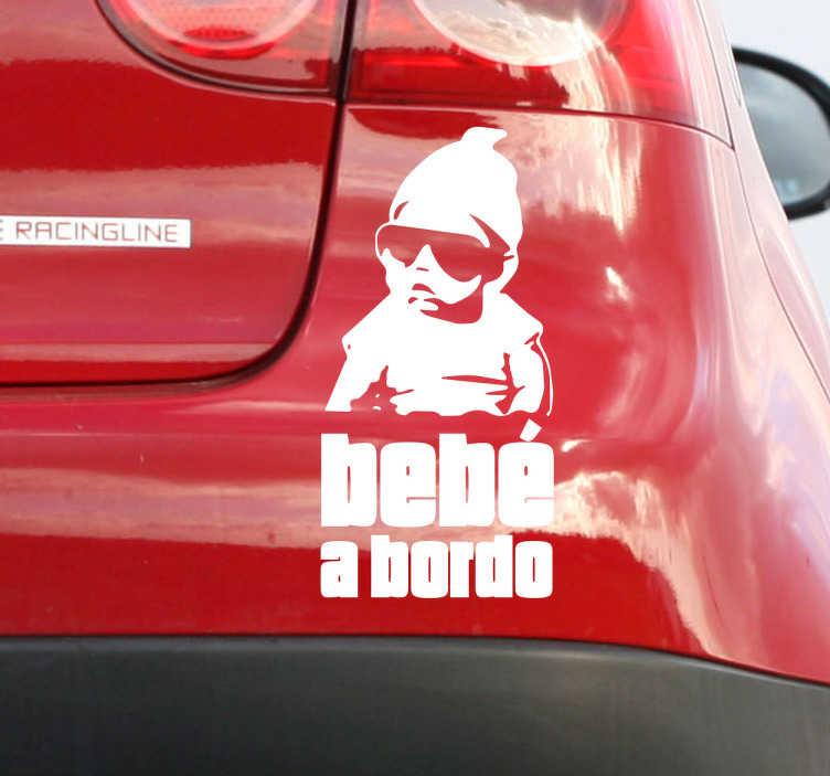 """TenVinilo. Vinilo Bebé a bordo hangover. Sticker hangover que muestra al bebé protagonista en la primera película con gafas y el texto """"bebé a bordo""""."""