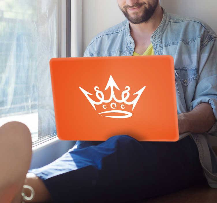 TenStickers. Laptop sticker oranje. Muursticker oranje met leuke kroon, veel Nederlandser krijg je je wanddecoraties niet. Een leuke sticker voor tijdens Koningsdag,