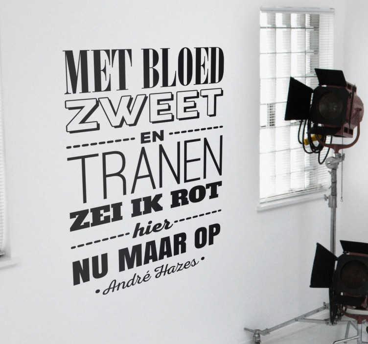 TenStickers. Muursticker André Hazes. Een muursticker van een quote van André Hazes met de tekst ´Met bloed zweet en tranen zei ik rot hier nu maar op´.