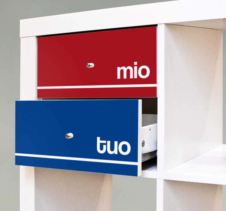 """TenStickers. Adesivo mio tuo. Ad ognuno i suoi spazi! Personalizza la cassettiera che condividi con il tuo compagno con i vostri nomi o con il testo """"mio"""" o """"tuo""""."""