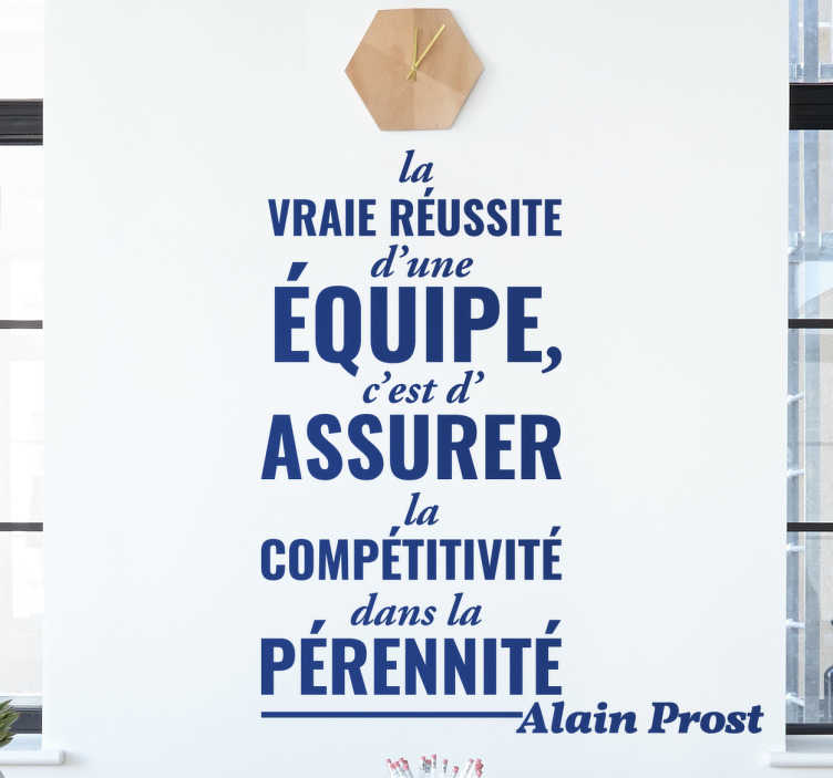 TenStickers. Sticker texte motivation Alain Prost. Sticker d'une phrase prononcée par le célèbre pilote de Formule 1 français Alain Prost concernant la réussite du travail en équipe.