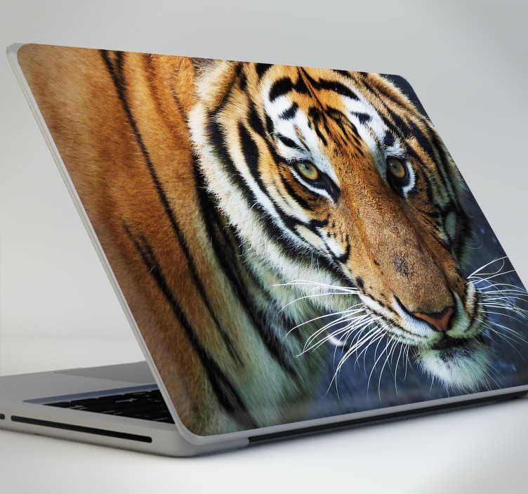 TenStickers. Sticker ordinateur photo tigre. Donnez un cote sauvage à votre ordinateur avec ce magnifique sticker d'une photo d'un tigre. Si vous aimez les tigres, ce sticker est fait pour vous.