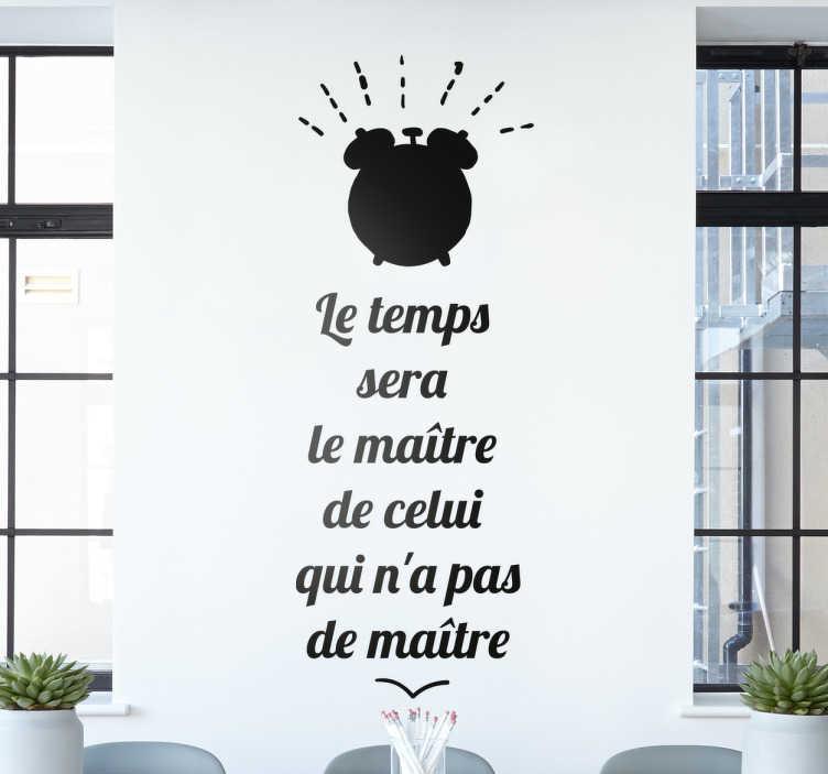 TenStickers. Sticker Proverbe du Temps. Montrez votre envie de profiter de chaque instant de la vie tant qu'il en est encore temps avec ce célèbre proverbe arabe avec un dessin d'un réveil.