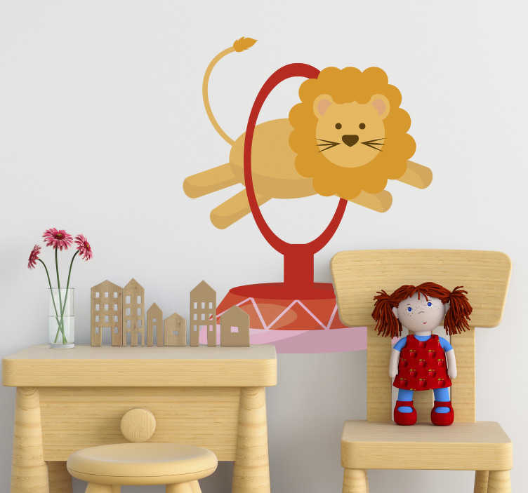 TenStickers. Naklejka lew w cyrku. Naklejka dekoracyjna przedstawiajaca lwa podczas wykonywania swojego popisowego numeru w cyrku. Obrazek dostępny jest w różnych kolorach i rozmiarach.