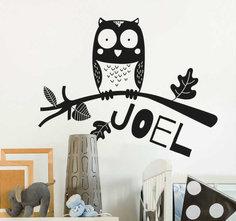 TenStickers. adesivo murale infantile personalizzabile gufo. Adesivo murale infantile rappresentante un gufo stilizzato, personalizzabile con il nome dei vostri figli, per camerette  o altri ambienti della casa.