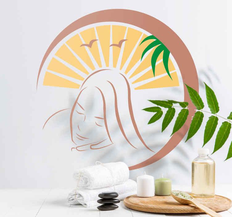 TenStickers. Muursticker strand meisje. Een tropische muursticker van een meisje dat op een mooie strand met palmbomen ligt. Verkrijgbaar in verschillende afmetingen. Voordelig personaliseren.