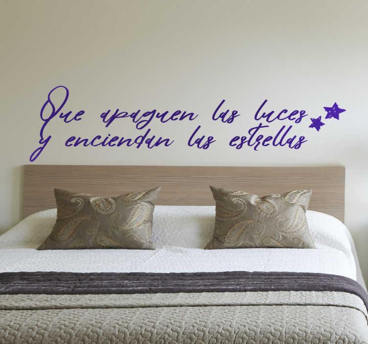 """TenVinilo. Vinilo cabecero que apaguen las luces. Vinilos para dormitorios con un bonito diseño ideal para el cabezal de tu cama con el texto """"que apaguen las luces y enciendan las estrellas""""."""