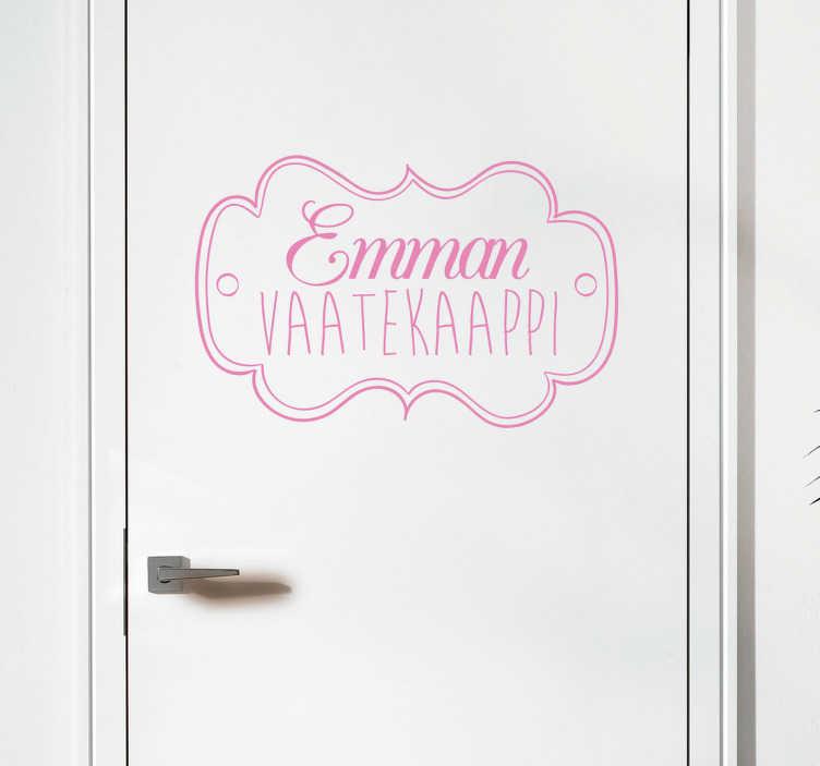 Tenstickers. Emman Vaatekaappi Koristetarra. Tyylikäs tarra, johon voit muokata haluamasi nimen ja kiinnittää sen vaatekaapinoveen. Täydellinen tarra tyttöjen huoneeseen.